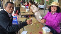 Chợ đá Lục Yên nhộn nhịp với các giao dịch trong ngày đầu tháng Chạp năm Mậu Tuất